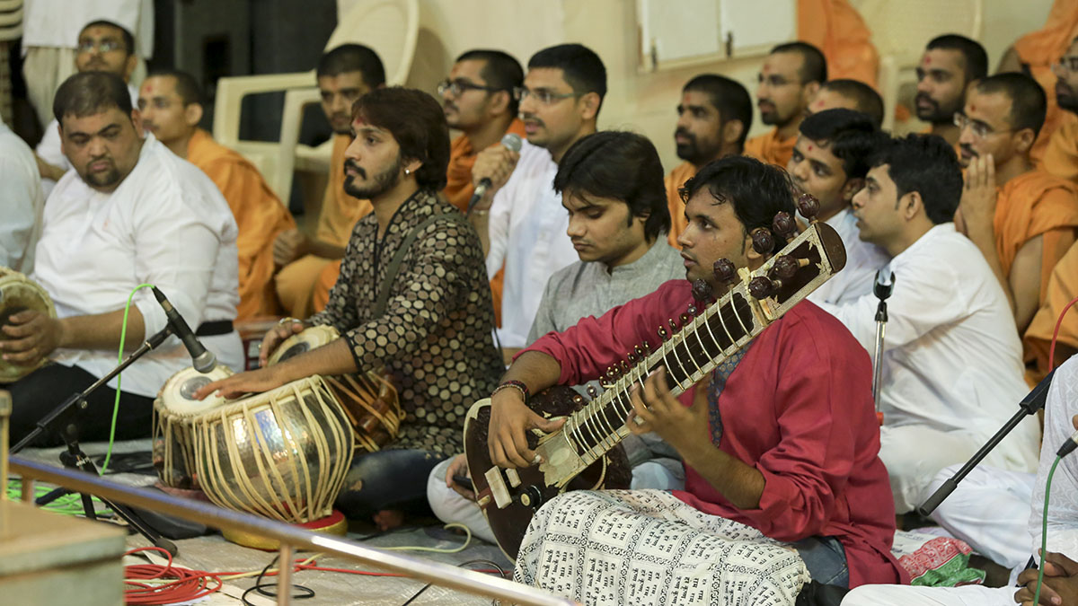 Youths perform kirtan bhakti in front of Swamishri