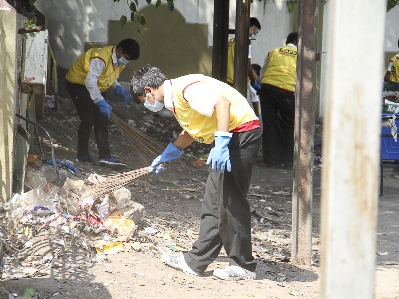 BAPS Youths Participate in 'Clean India Campaign', Ahmedabad
