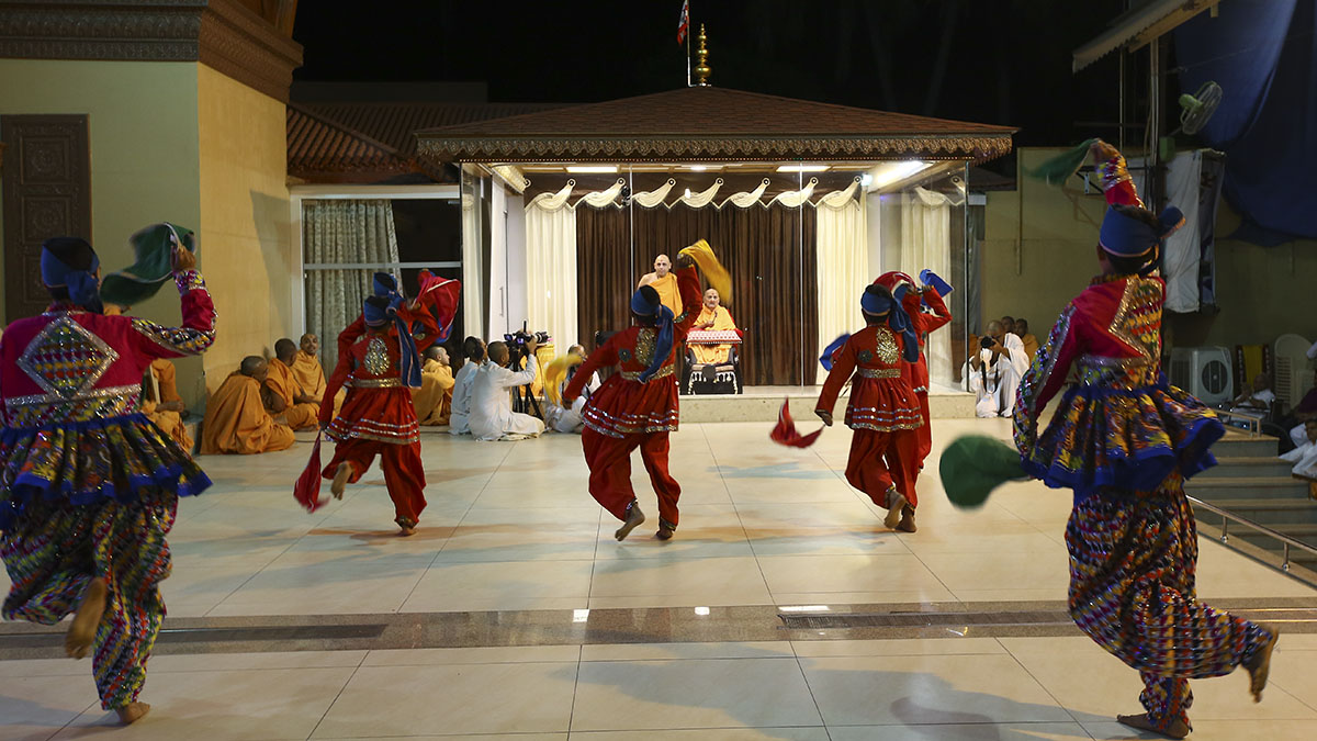 BAPS children from Navsari perform a cultural dance before Swamishri