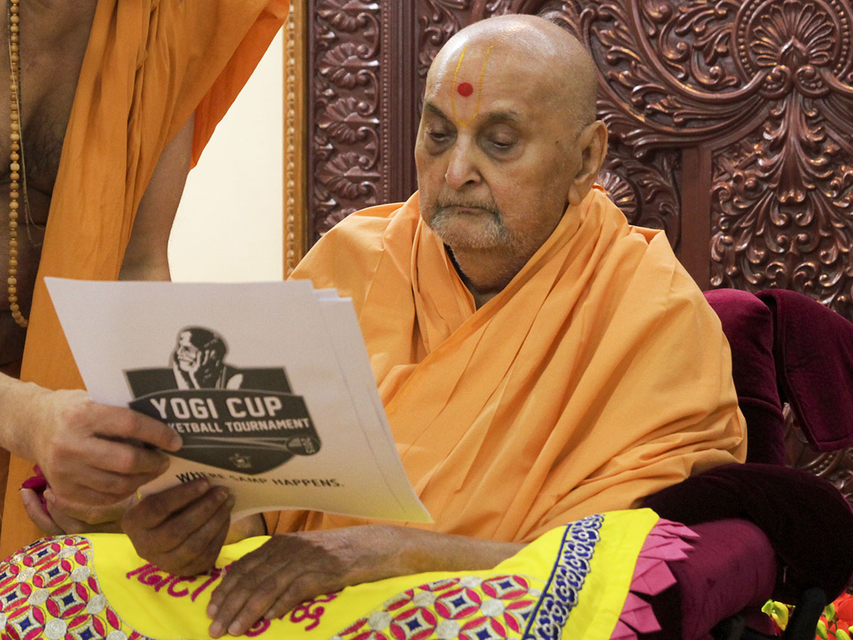 Swamishri blesses a youth basketball tournament report
