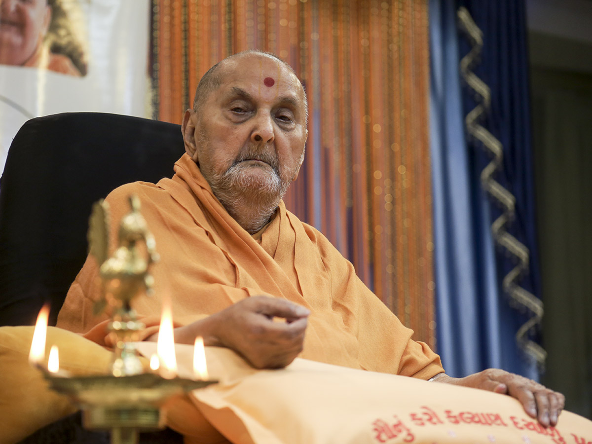 Swamishri symbilically lights the inaugural lamp to start celebration of BAPS Chatralay Golden Jubilee
