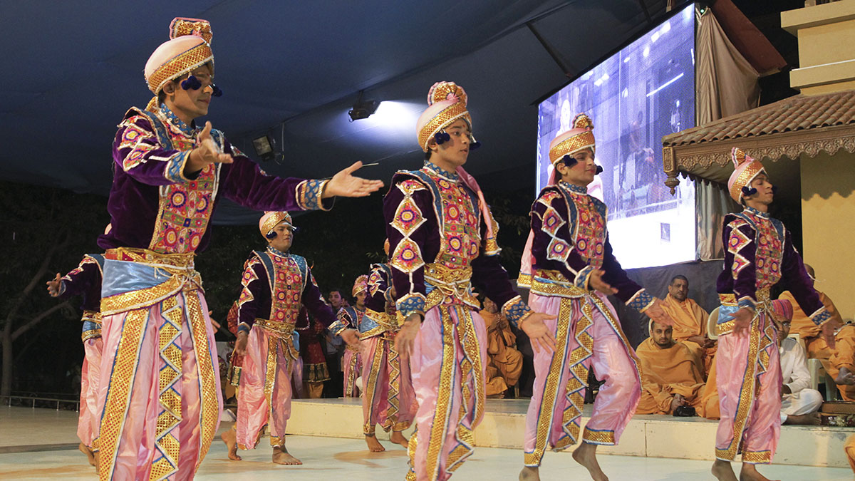 Students from BAPS Chhatralays perform a cultural dance before Swamishri