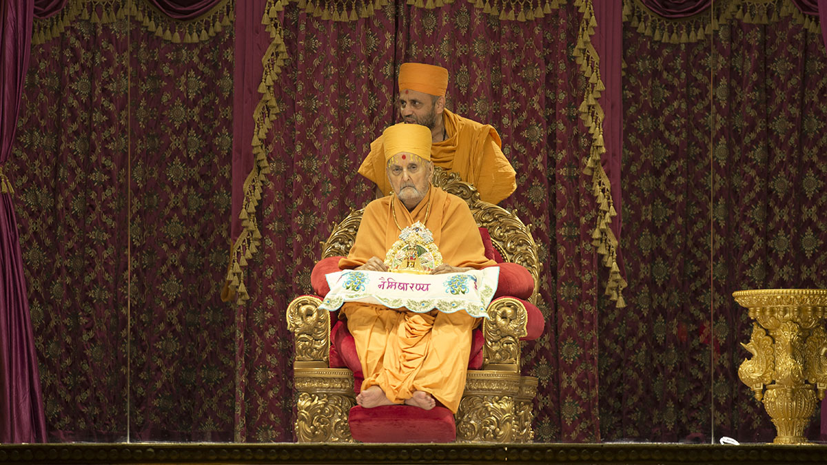 HH Pramukh Swami Maharaj arrives in the assembly