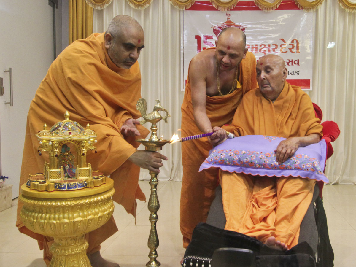 Swamishri lights the inaugural lamp to begin the 150th year celebrations  of Akshar Deri, Gondal. The celebrations will conclude in 2018.