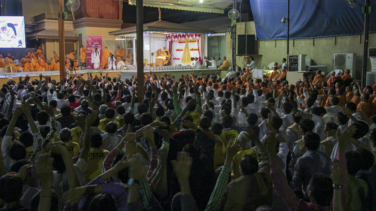 As part of the celebrations on 100 years of Sarangpur Mandir, '100 Days Non-Stop Bhakti Yagna' is started