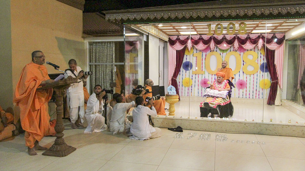 Bhadresh Swami delivers a discourse