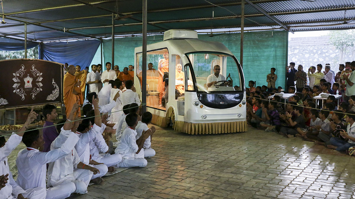 Swamishri in the mandir campus, in a recreation of his arrival in Sarangpur 4 years ago