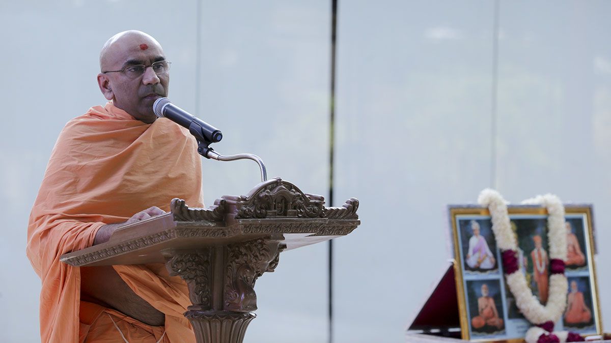 Chaitanyamurti Swami delivers a discourse