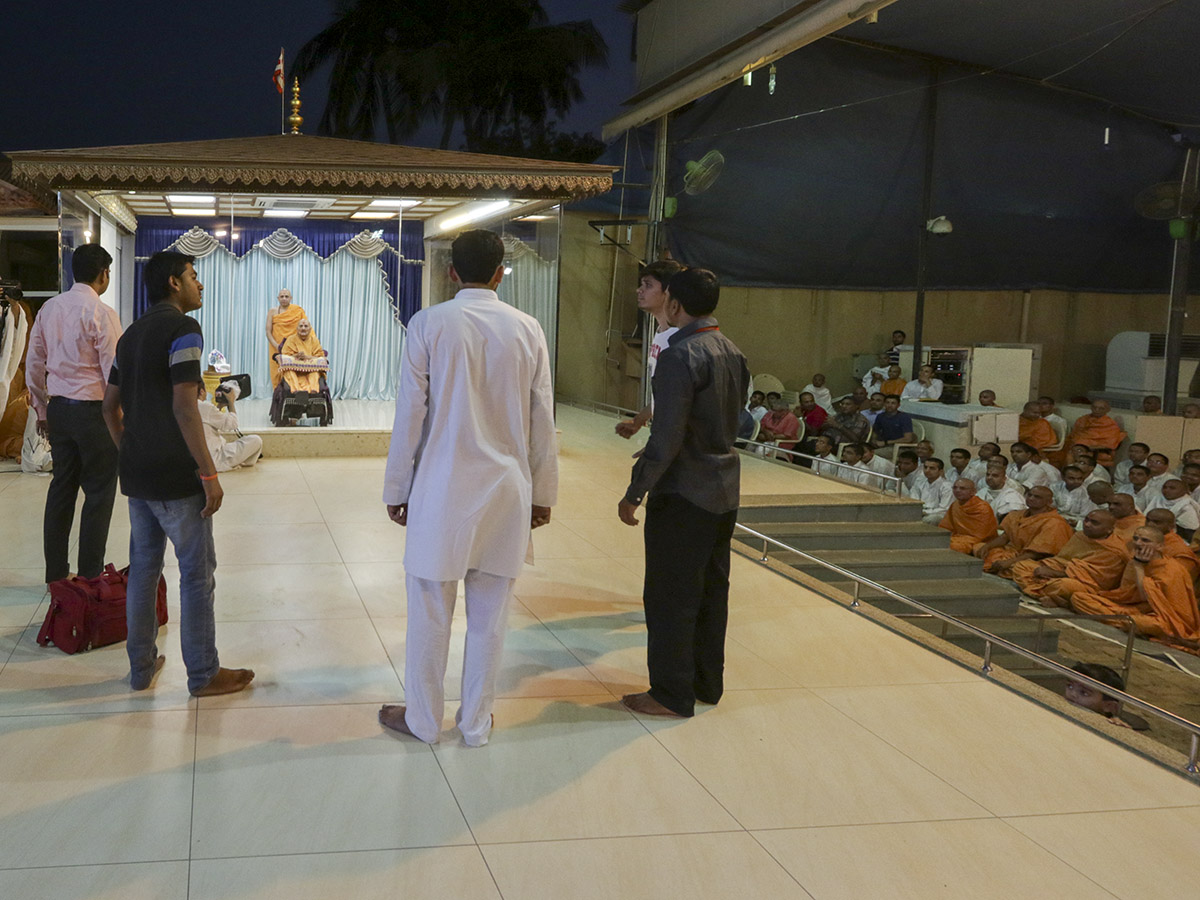 A skit presentation by youths before Swamishri