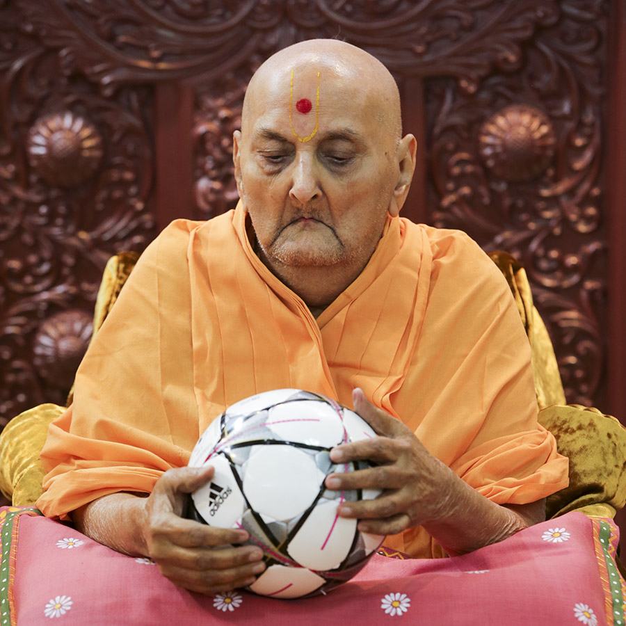 Swamishri sanctifies a football