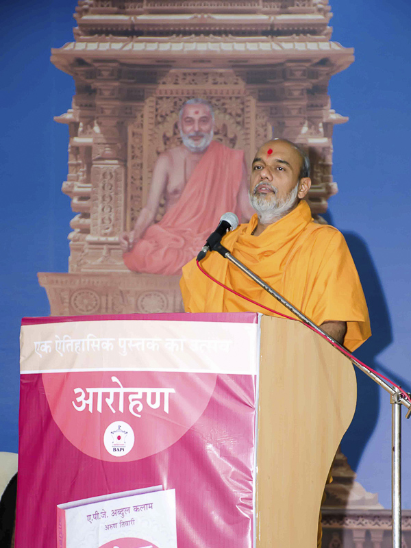 Gnanvatsal Swami introduces the book, the event and the speakers