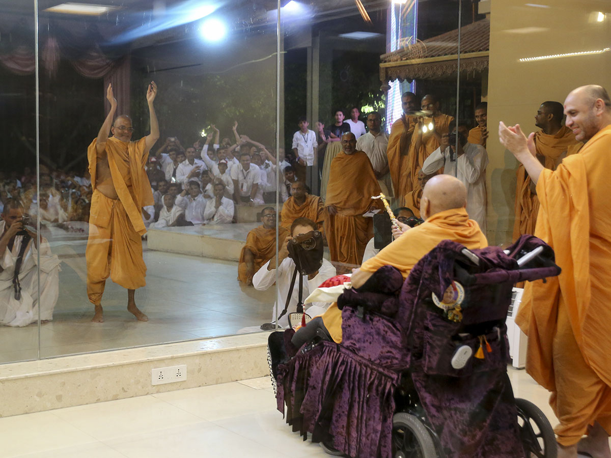Narayanmuni Swami rejoices before Swamishri