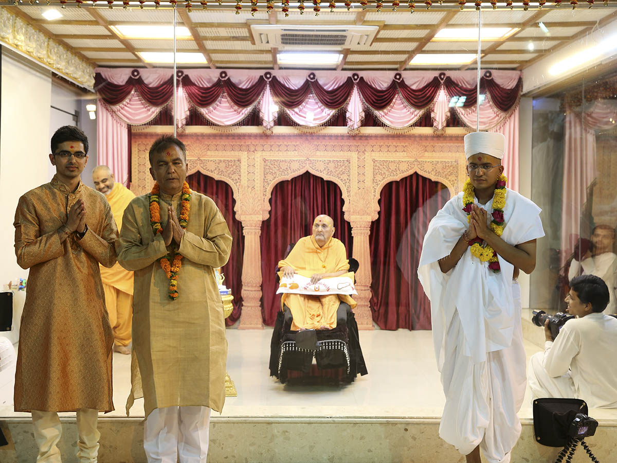 Swamishri with a newly initiated parshad and his father