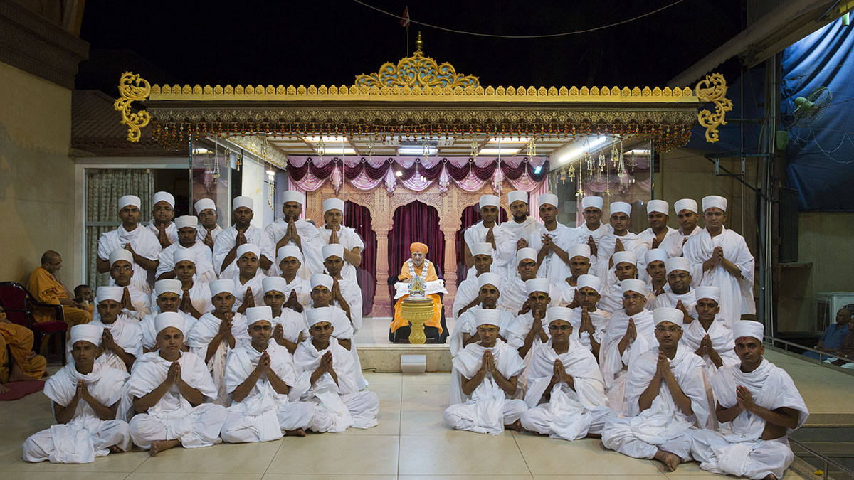 Newly initiated parshads with Swamishri