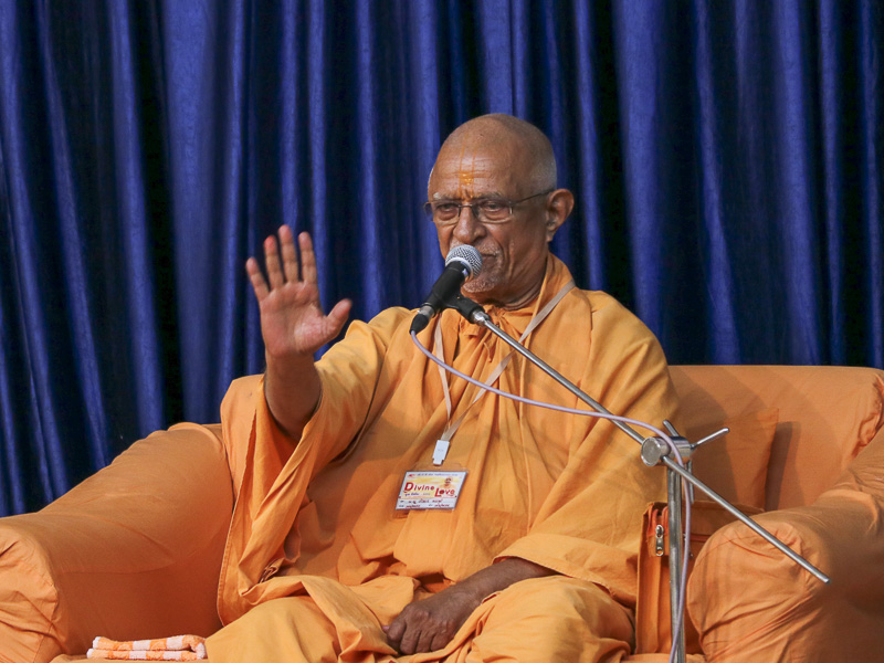 Pujya Swayamprakash Swami (Pujya Doctor Swami) addresses youths