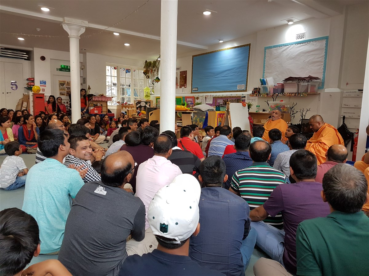 Sadhus reminisce the modest beginnings of Satsang in London