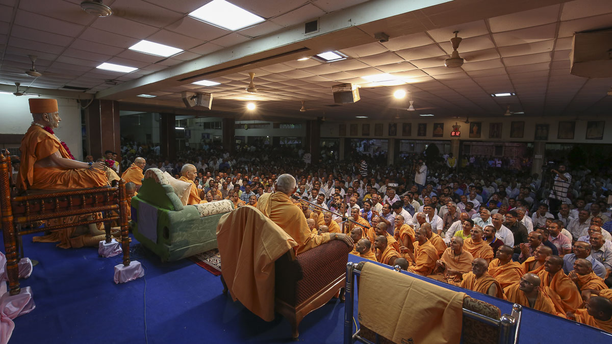 Sadhus and devotees during assembly, 24 Aug 2016