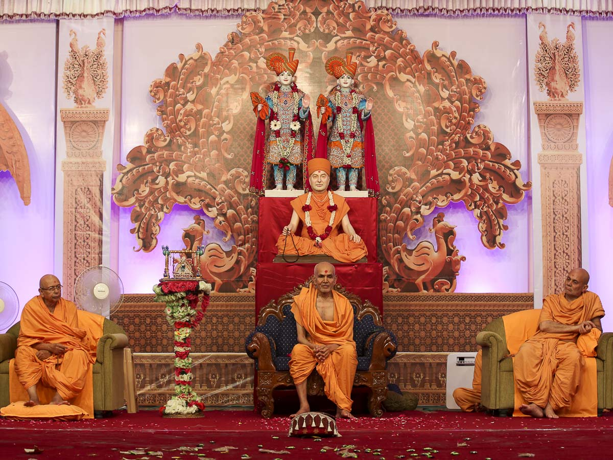 Param Pujya Mahant Swami, Pujya Tyagvallabh Swami and Pujya Viveksagar Swami during Janmashtami celebration assembly, 25 Aug 2016