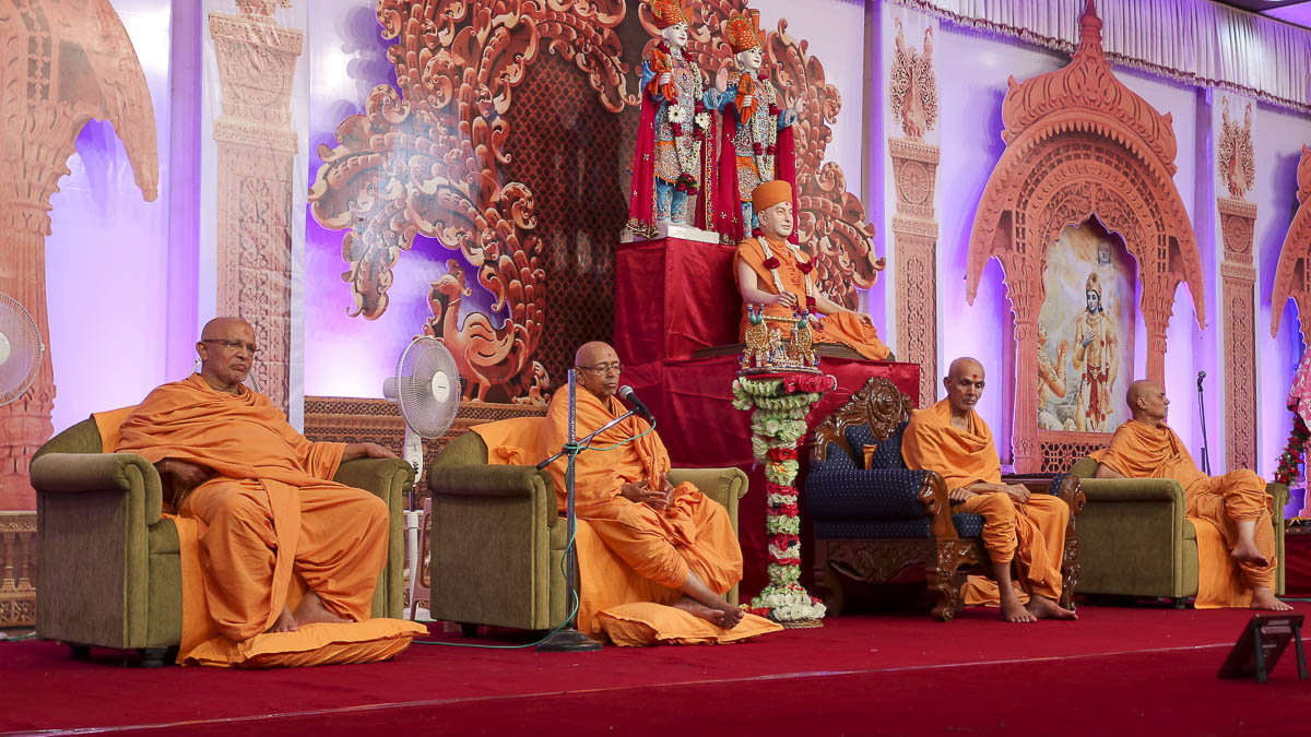 Pujya Tyagvallabh Swami delivers a discourses, 25 Aug 2016