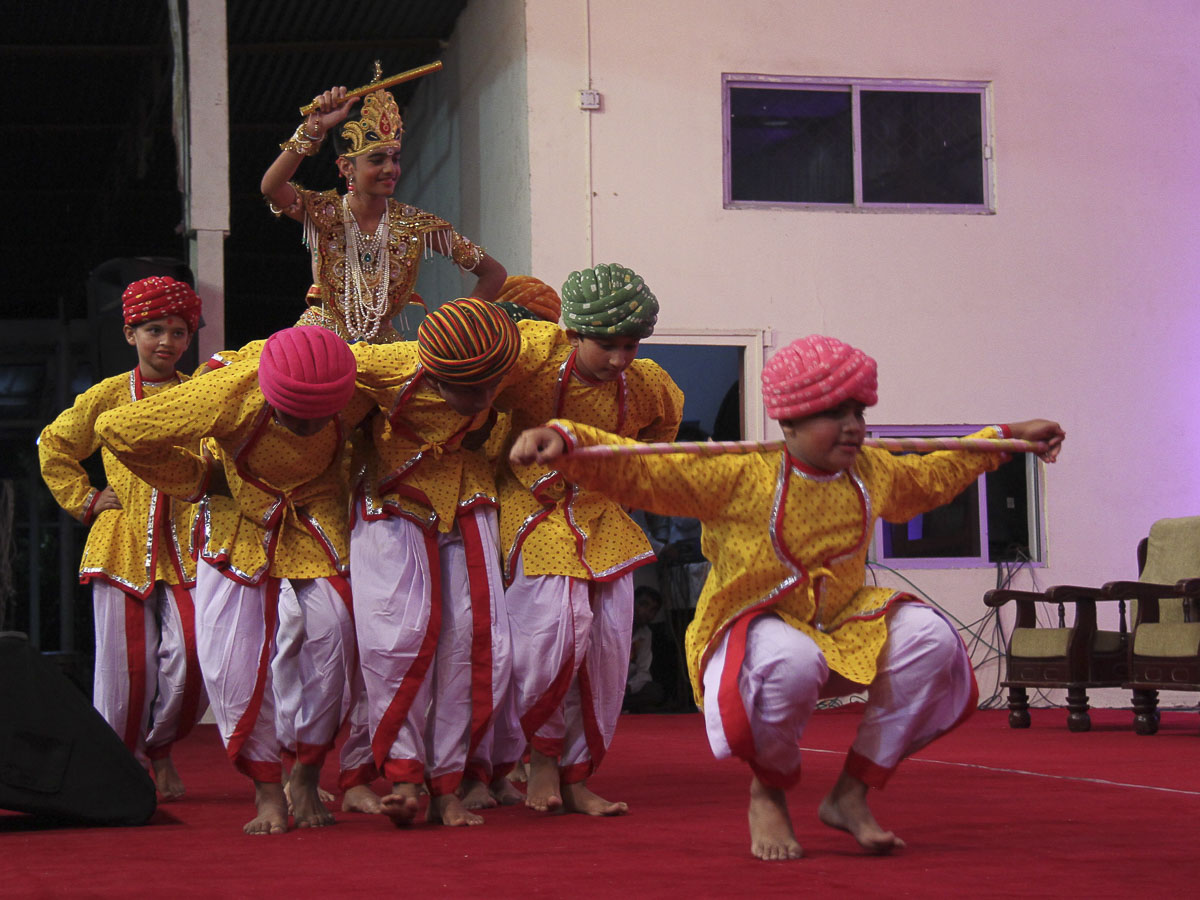 Children perform a cultural dance, 25 Aug 2016