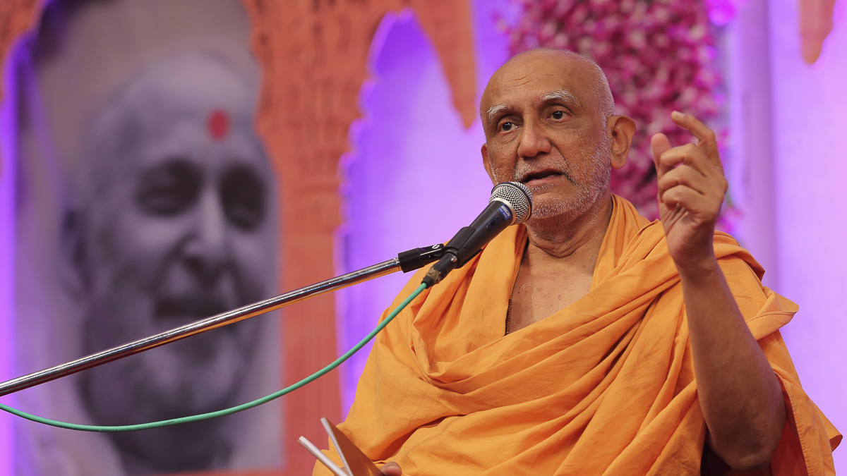 Atmaswarup Swami delivers a discourse, 26 Aug 2016