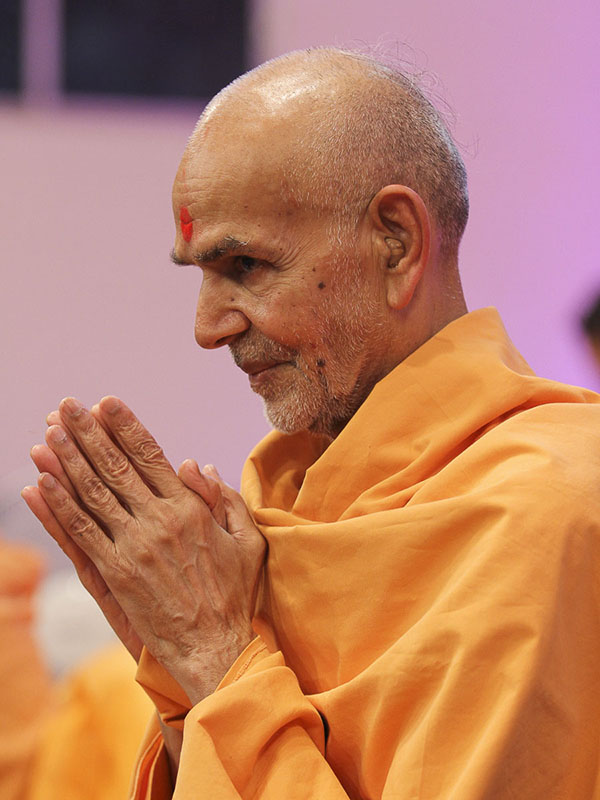 Param Pujya Mahant Swami greets all with 'Jai Swaminarayan', 26 Aug 2016