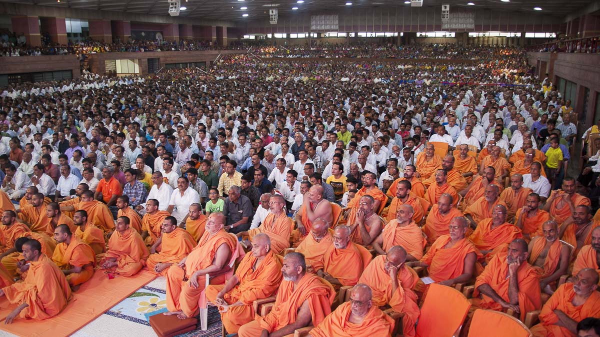 Sadhus and devotees during the assembly, 4 Sep 2016