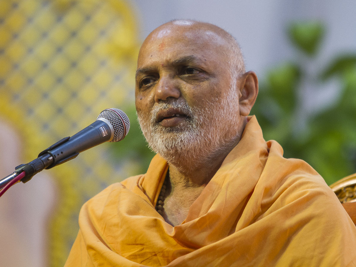 Yagnapriya Swami addresses the assembly, 4 Sep 2016