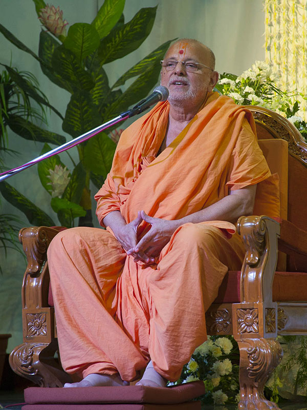 Pujya Ishwarcharan Swami addresses the assembly, 4 Sep 2016