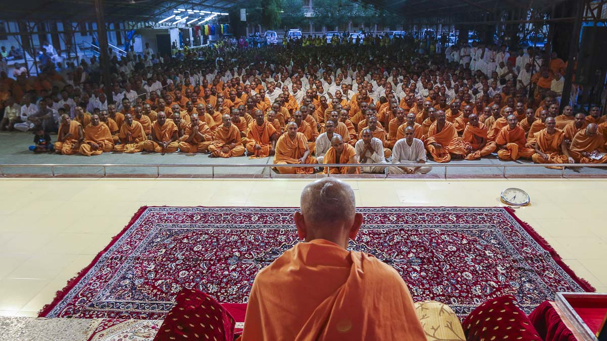 Param Pujya Mahant Swami during the welcome assembly, 18 Sep 2016