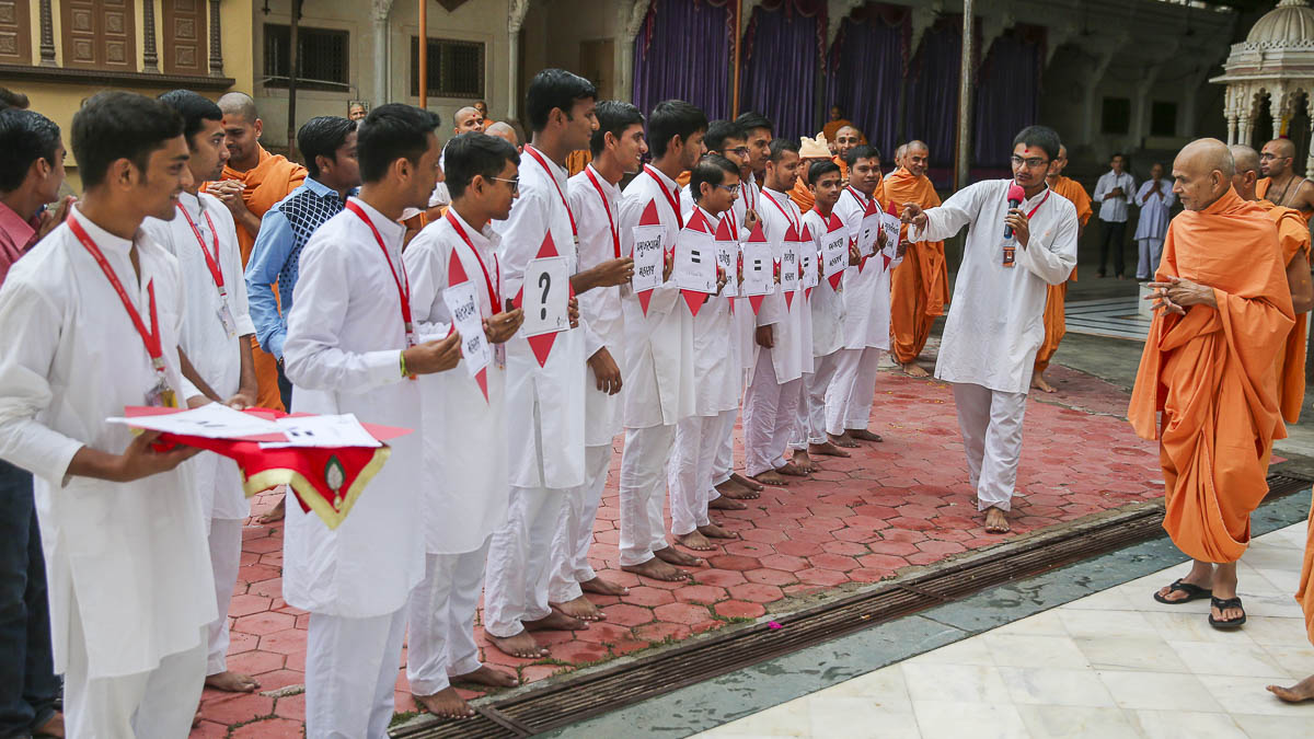 Yuva Talim Kendra youths perform before Param Pujya Mahant Swami, 19 Sep 2016