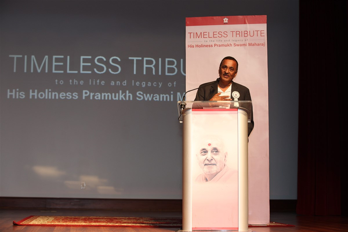 Mr. Sharad Shah, Chairman, Share and Care Foundation addresses the tribute assembly