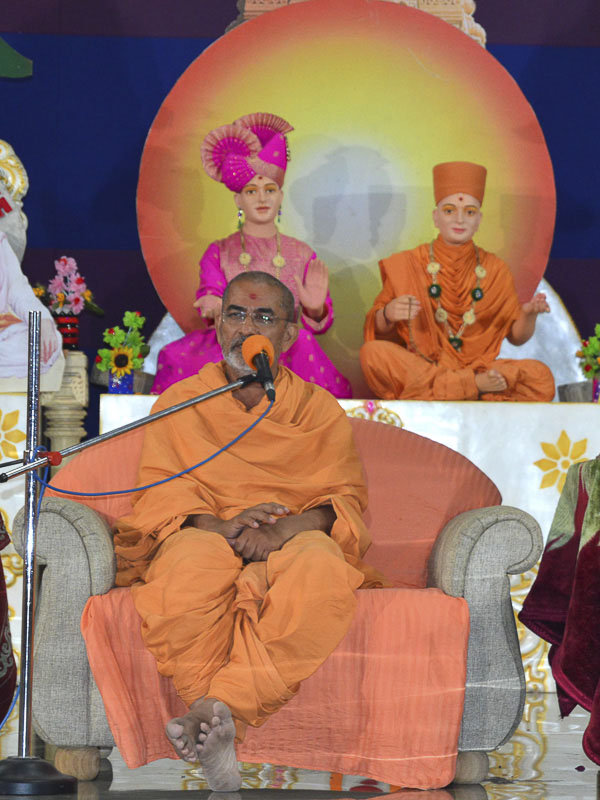 Brahmadarshan Swami addresses the assembly