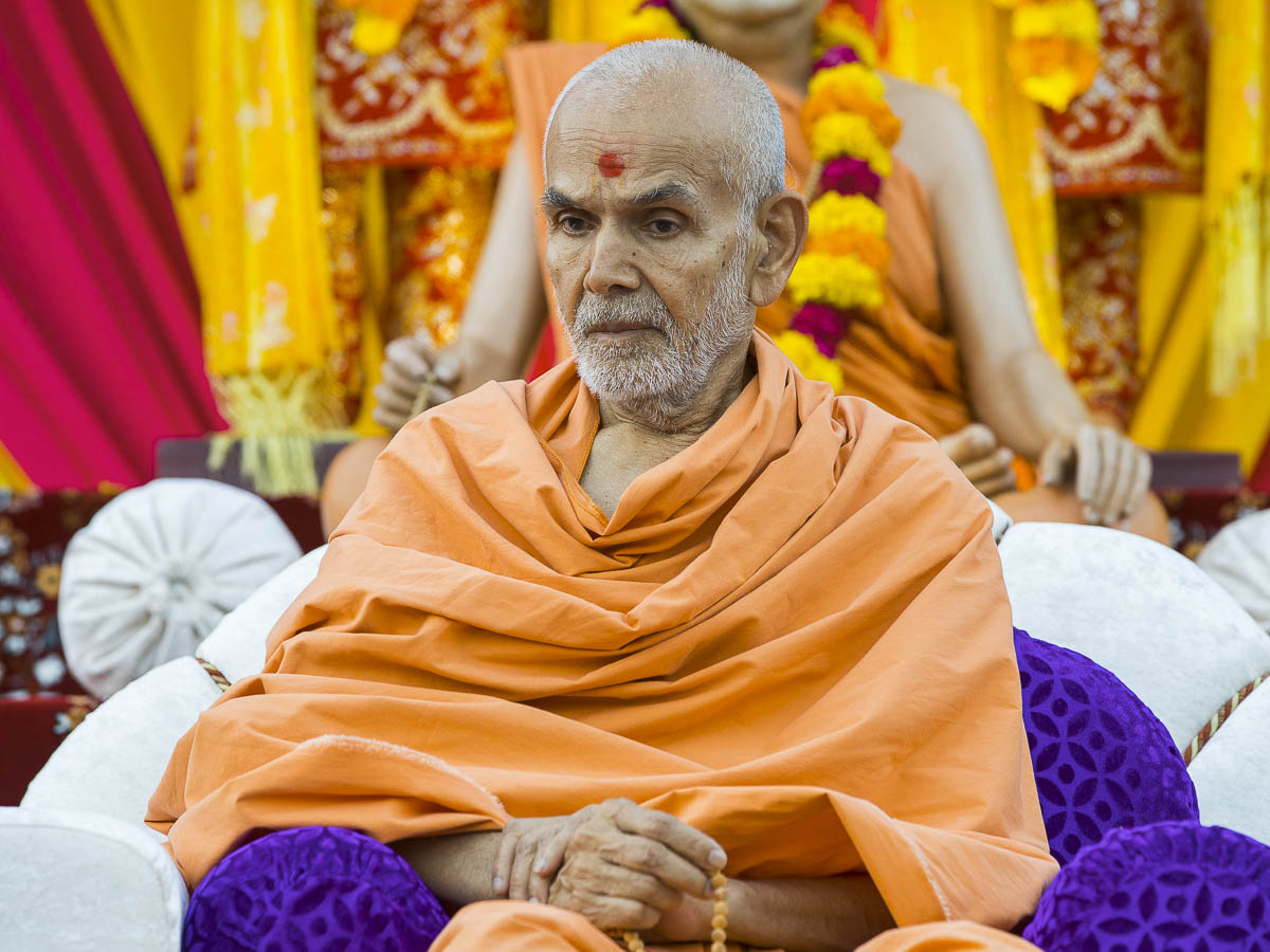 Param Pujya Mahant Swami during the assembly, 30 Sep 2016