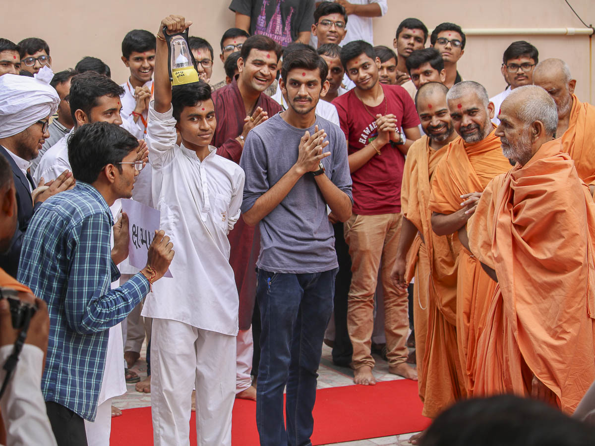 A skit presentation by youths before Param Pujya Mahant Swami, 6 Oct 2016