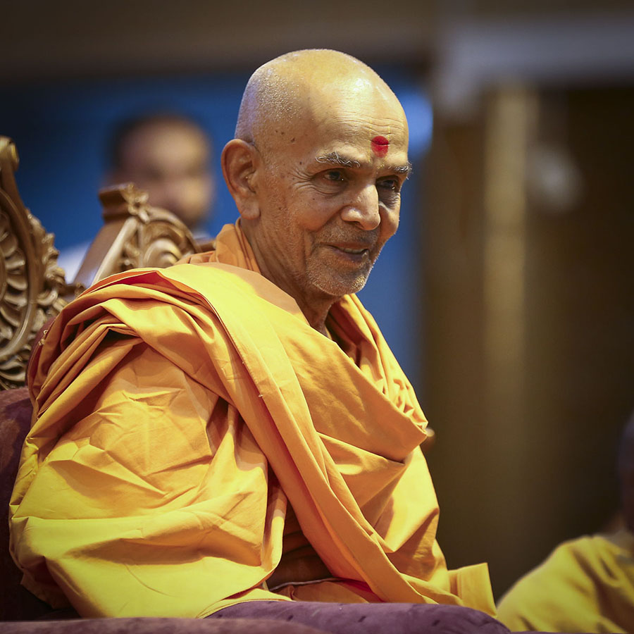 Param Pujya Mahant Swami during the welcome assembly, 18 Oct 2016
