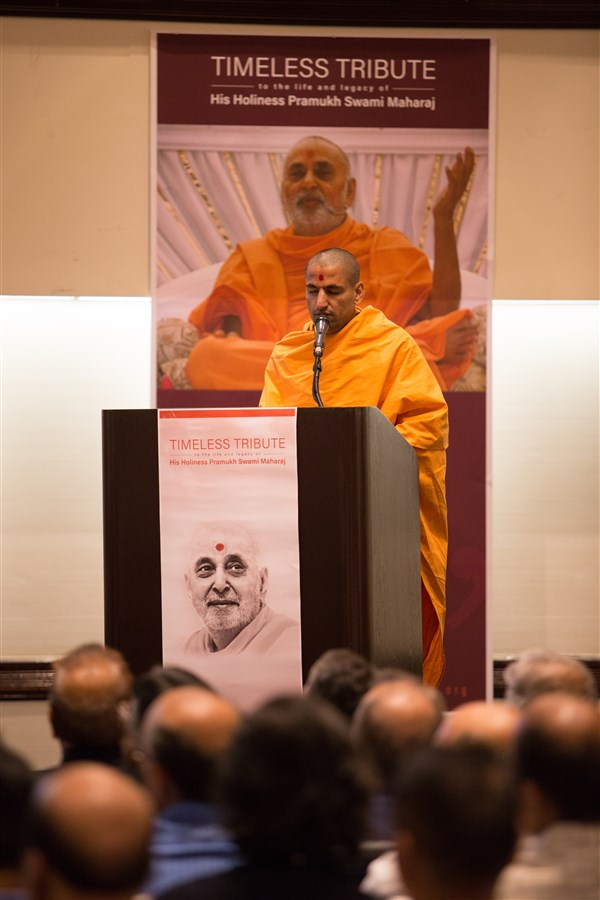 Pujya Tyagvatsaldas Swami addressing the assembly