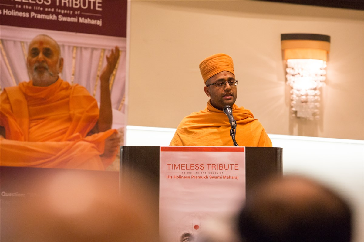 Pujya Sahajmunidas Swami addressing the assembly