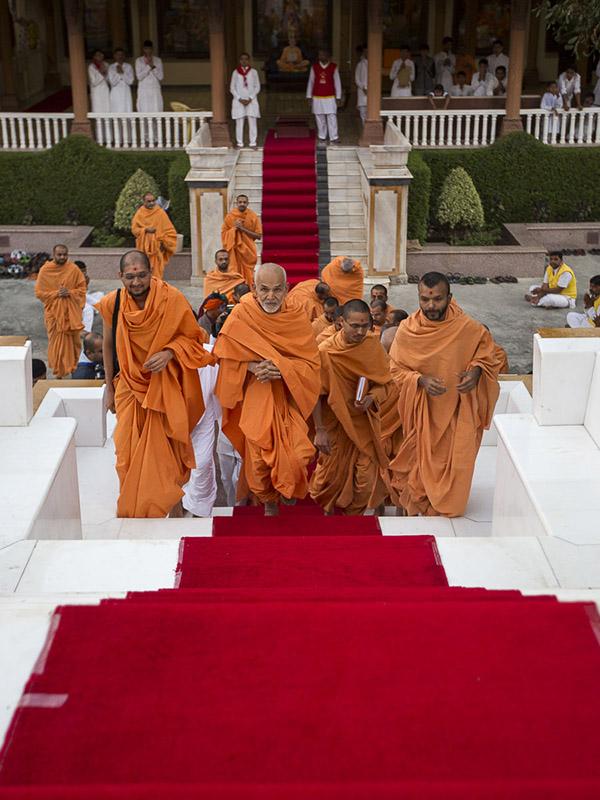Happy New Year Mahant Swami 32