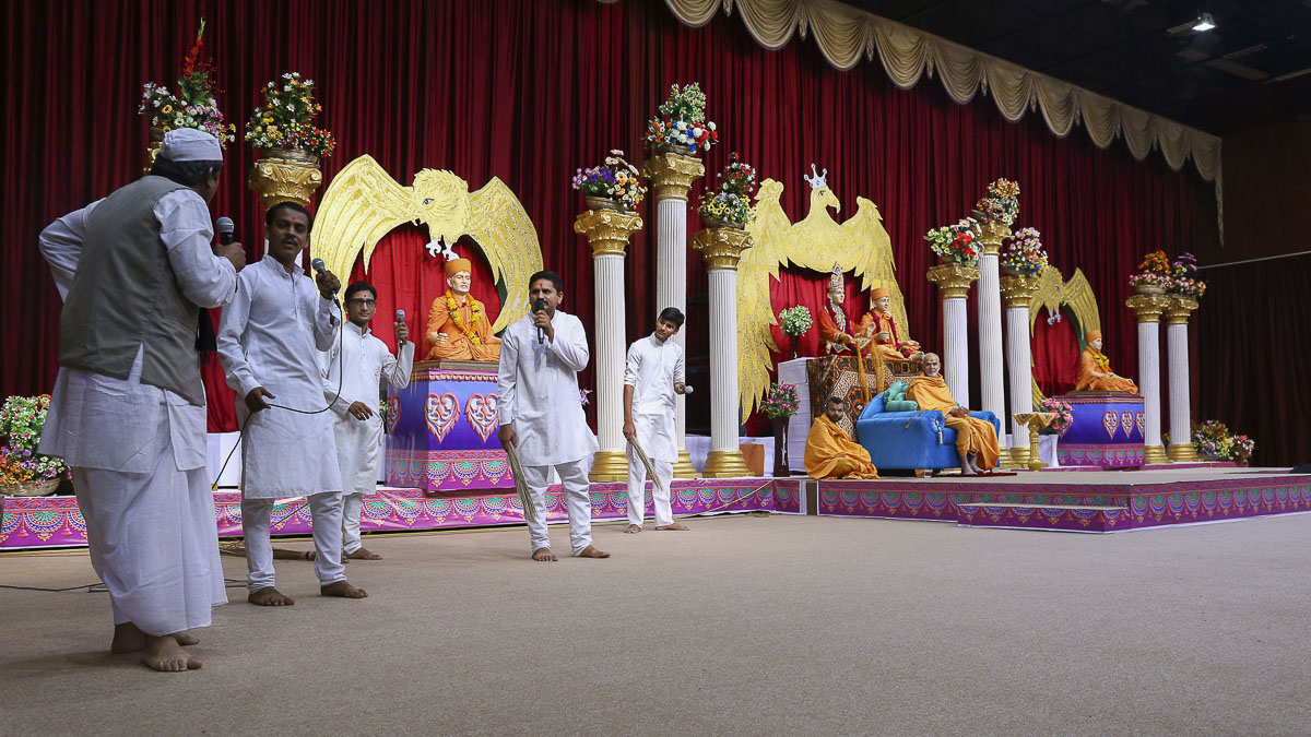 A skit presentation by youths in the evening satsang assembly, 8 Nov 2016
