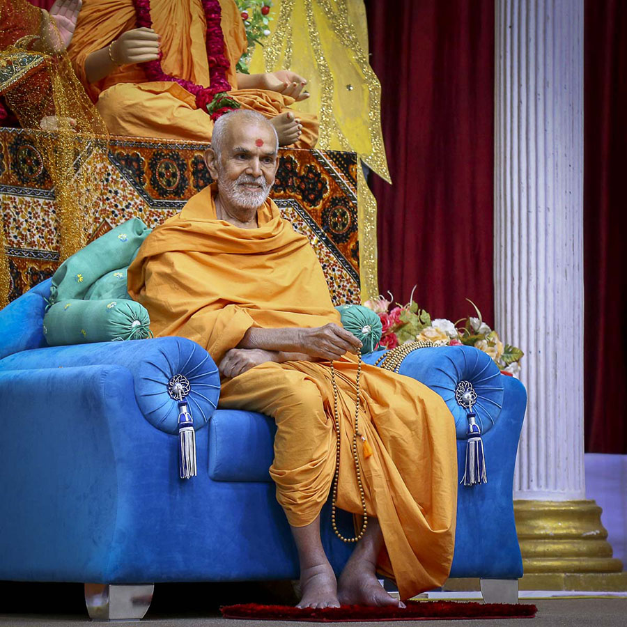 Param Pujya Mahant Swami during the assembly, 8 Nov 2016