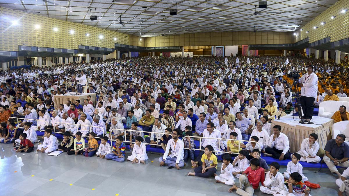 Devotees during the assembly, 8 Nov 2016