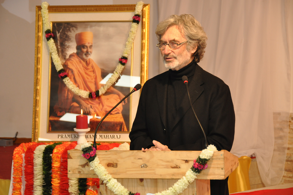 Yves Pépin, who had met Swamishri several times while serving on the watershows for Swaminarayan Akshardham in Gandhinagar and New Delhi, paid tribute to HH Pramukh Swami Maharaj