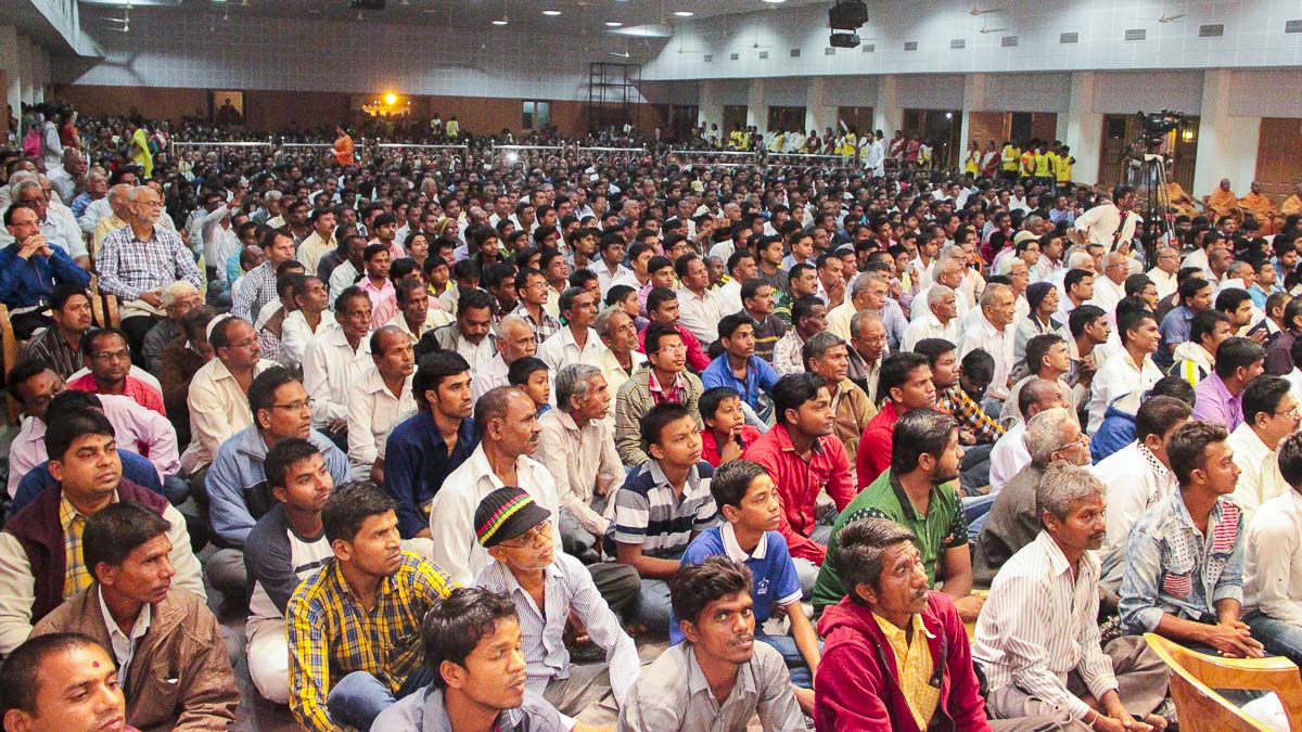 Devotees during the assembly, 13 Dec 2016