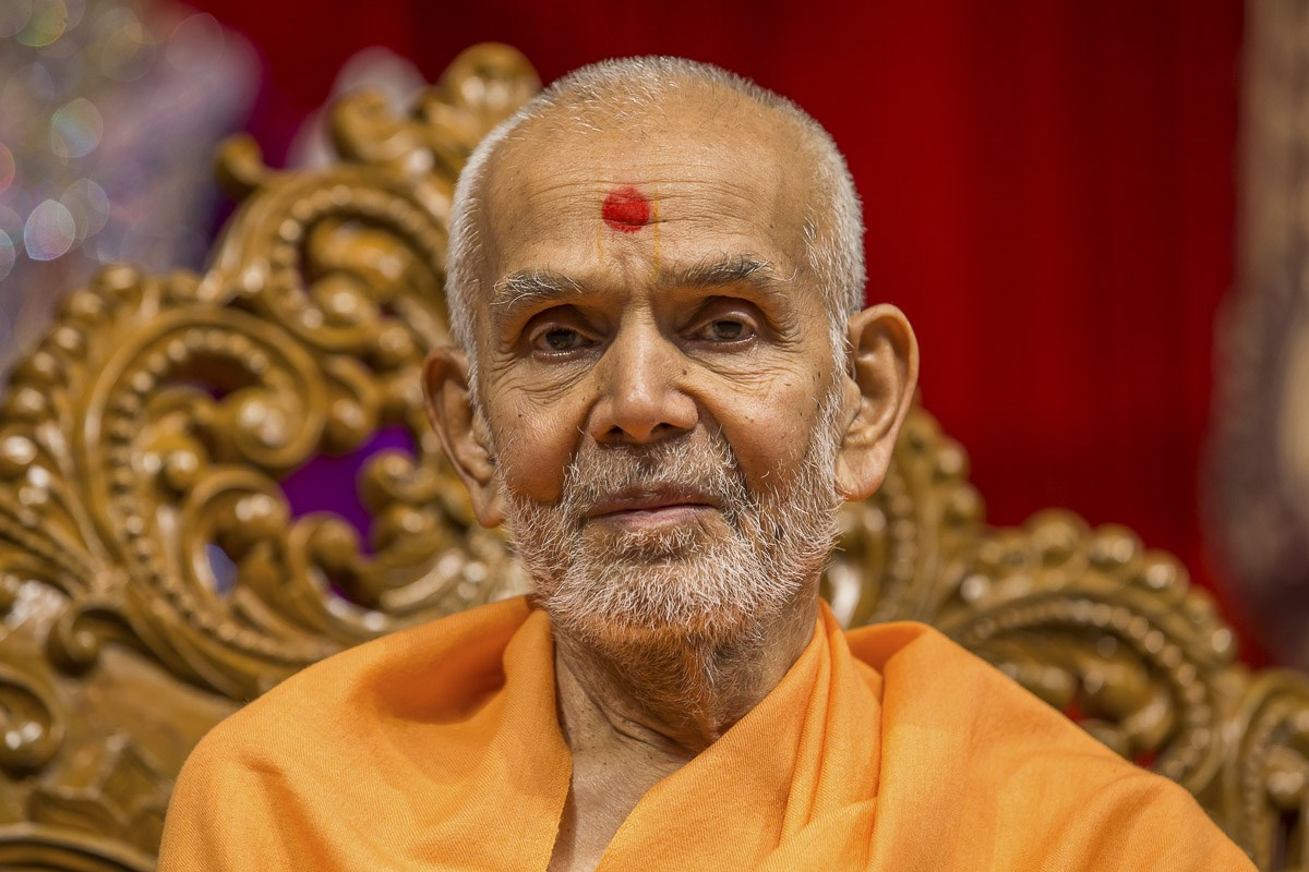 Param Pujya Mahant Swami Maharaj during the assembly, 30 Dec 2016