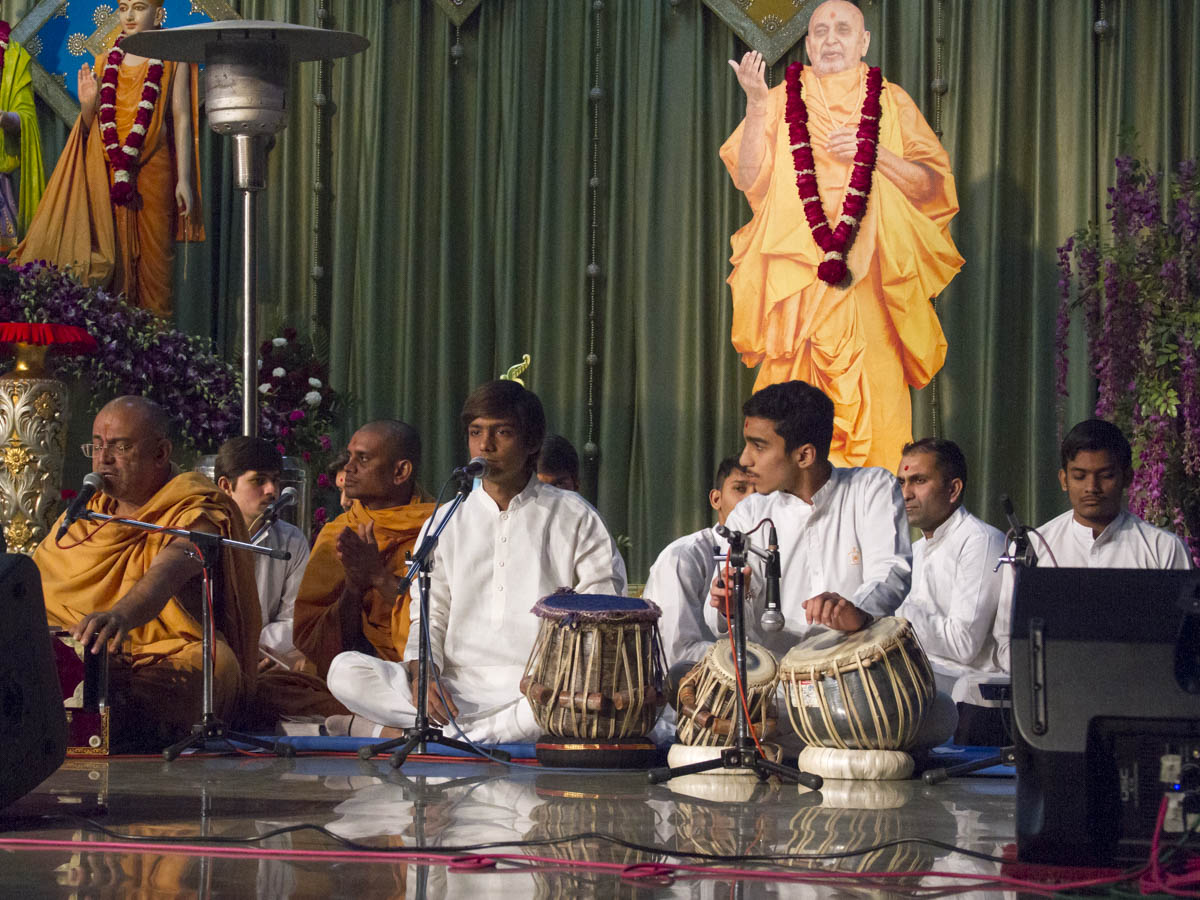 Kirtan bhakti during Jholi celebration assembly
