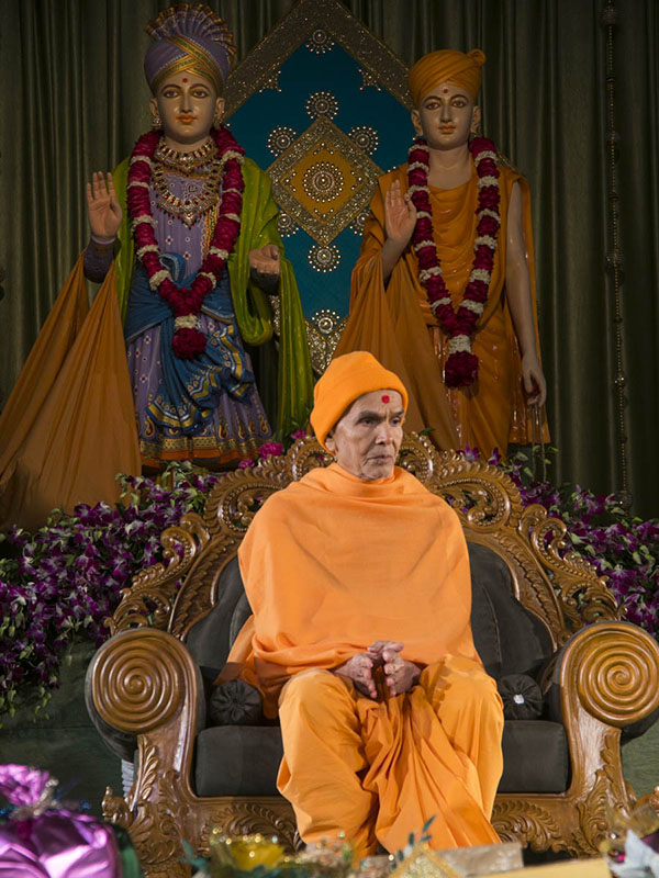 Param Pujya Mahant Swami Maharaj during the assembly