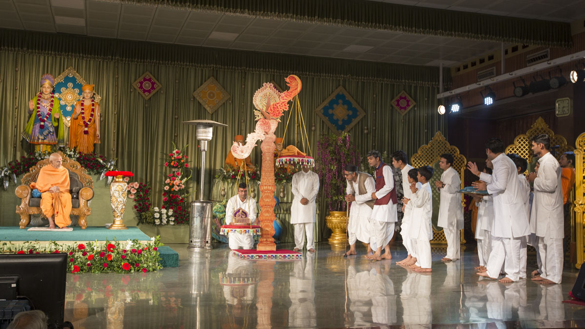 A skit presentation by children and youths in the Sunday satsang assembly, 15 Jan 2017