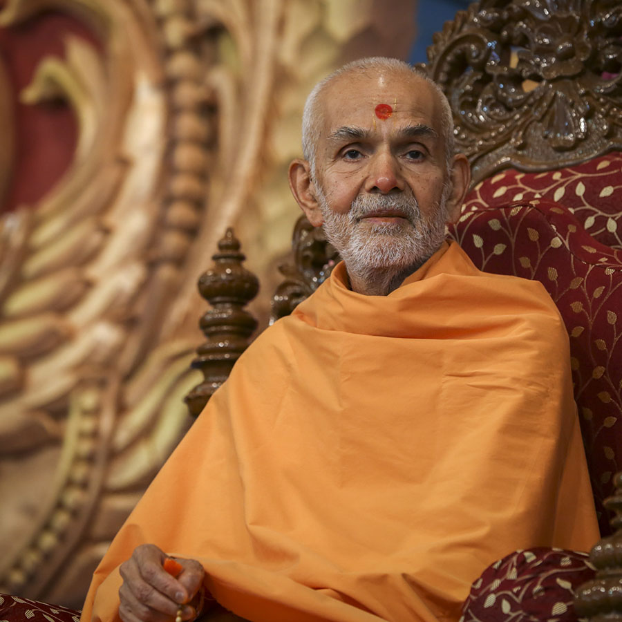 Param Pujya Mahant Swami Maharaj during the welcome assembly, 30 Jan 2017