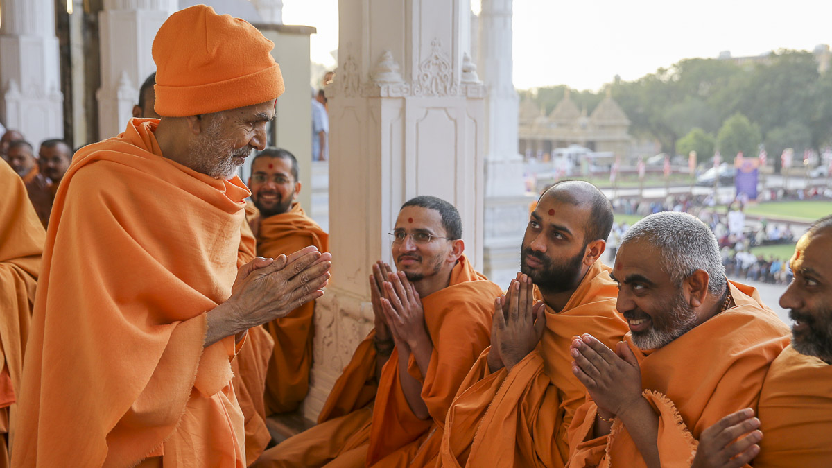 Param Pujya Mahant Swami Maharaj converses with sadhus in the mandir pradakshina, 4 Feb 2017